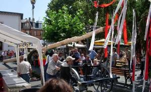 Aufstellen Kerwebaum am Samstag am Festplatz